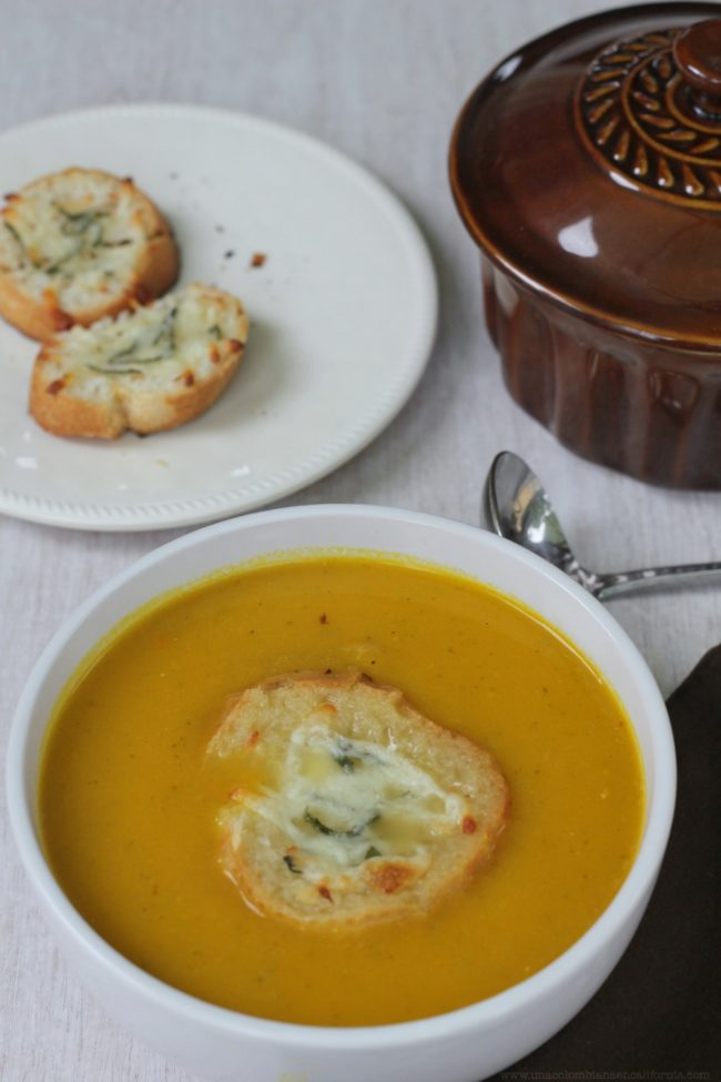 sopa-de-calabaza con tostadas de queso