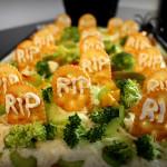 Recetas de Halloween: Pizza cementerio