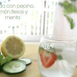 Agua con pepino, limón, fresas y menta