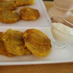 Patacones con salsa de ajo