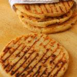 Arepas de chicharrón y queso
