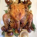 Pollo asado al romero con papas al estilo Que Rica Vida