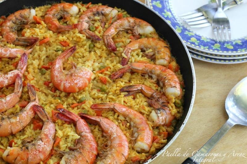 Paella de Arroz Integral y Camarones QueRicaVida.com