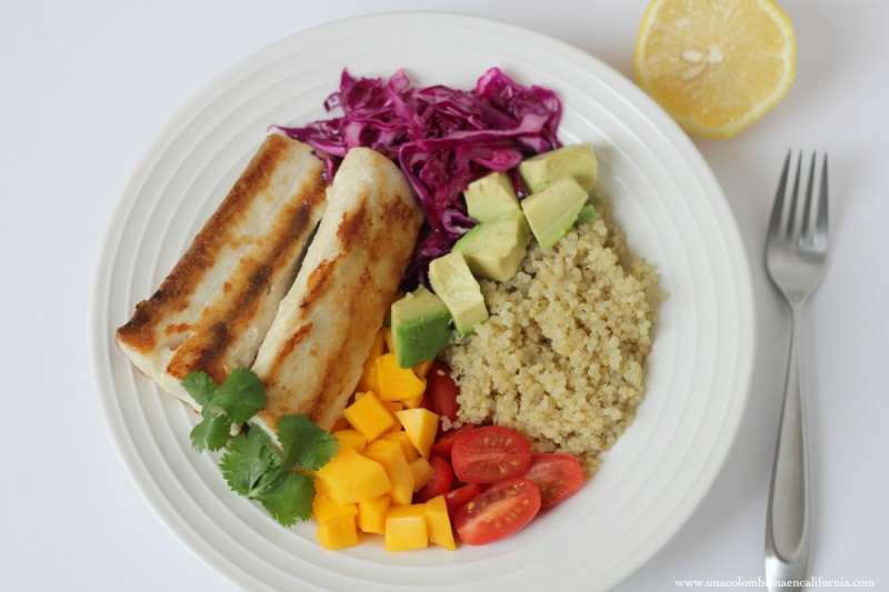 Tazón de quinoa y pescado