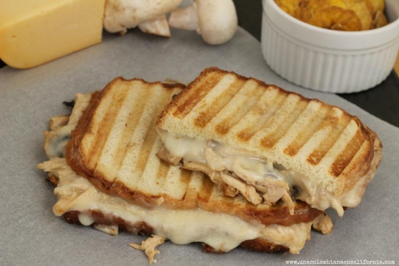ideas_para_sandwiches_sandwich_pollo_con_champin-ones (1)