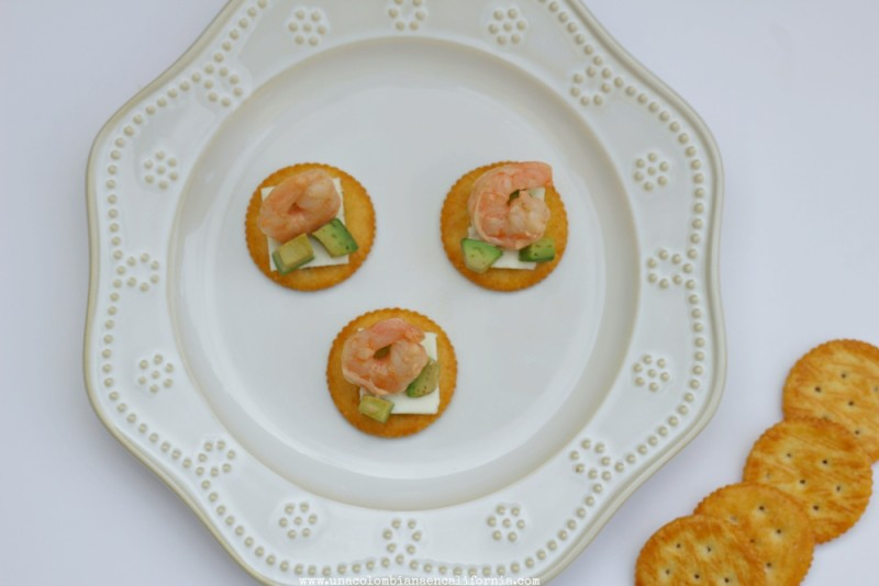 galletas_con_queso-y-coctel-de-camarones