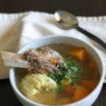 Caldo de costilla con verduras