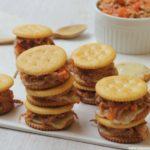 Sándwiches de galletas y carne