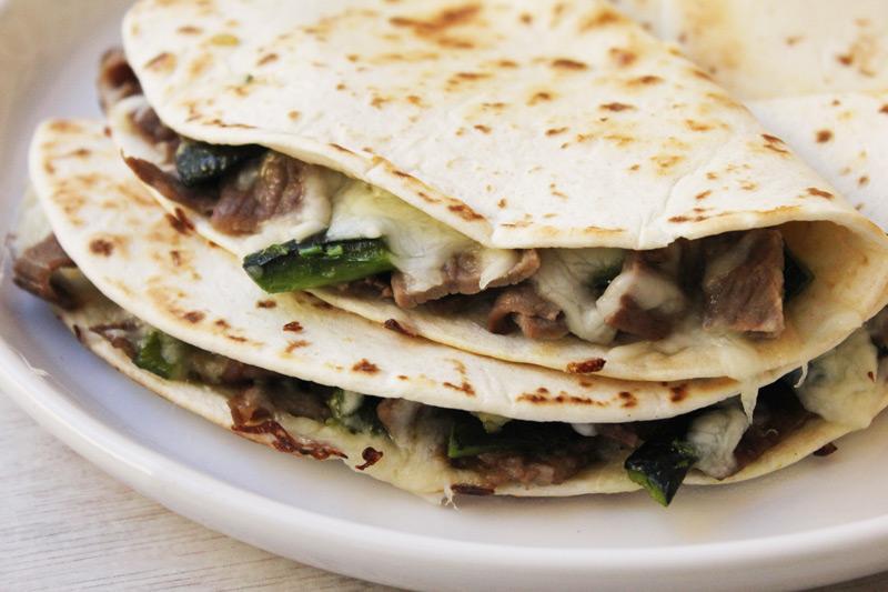 Quesadilla de carne y chile poblano