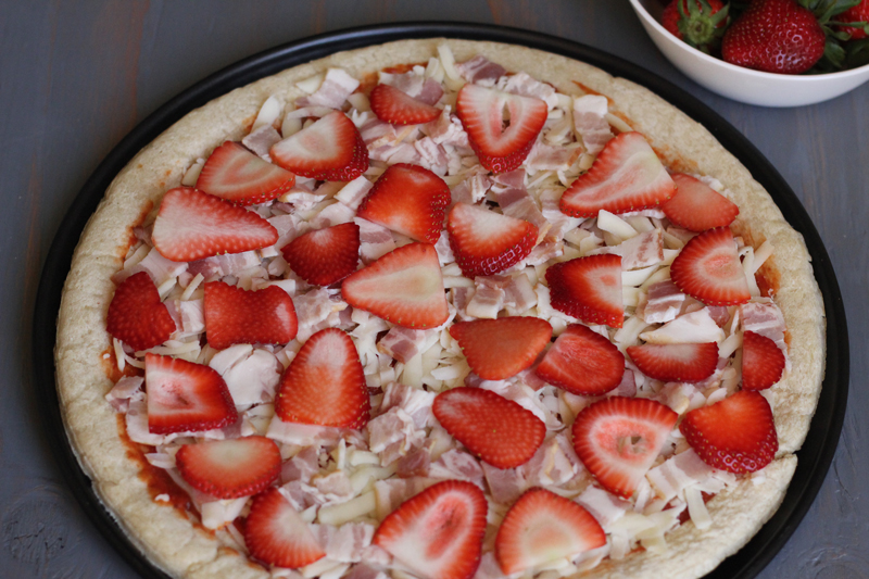 Pizza de fresa y carnes