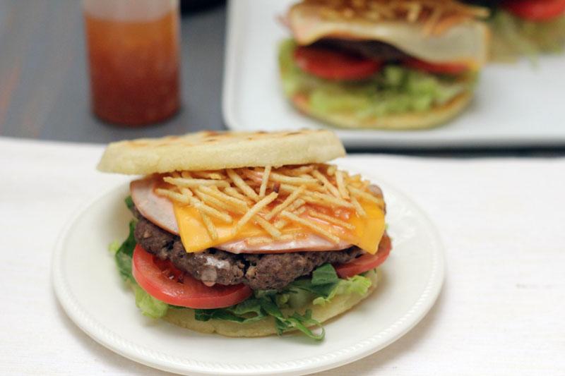 arepa burger hamburguesa de arepa colombia